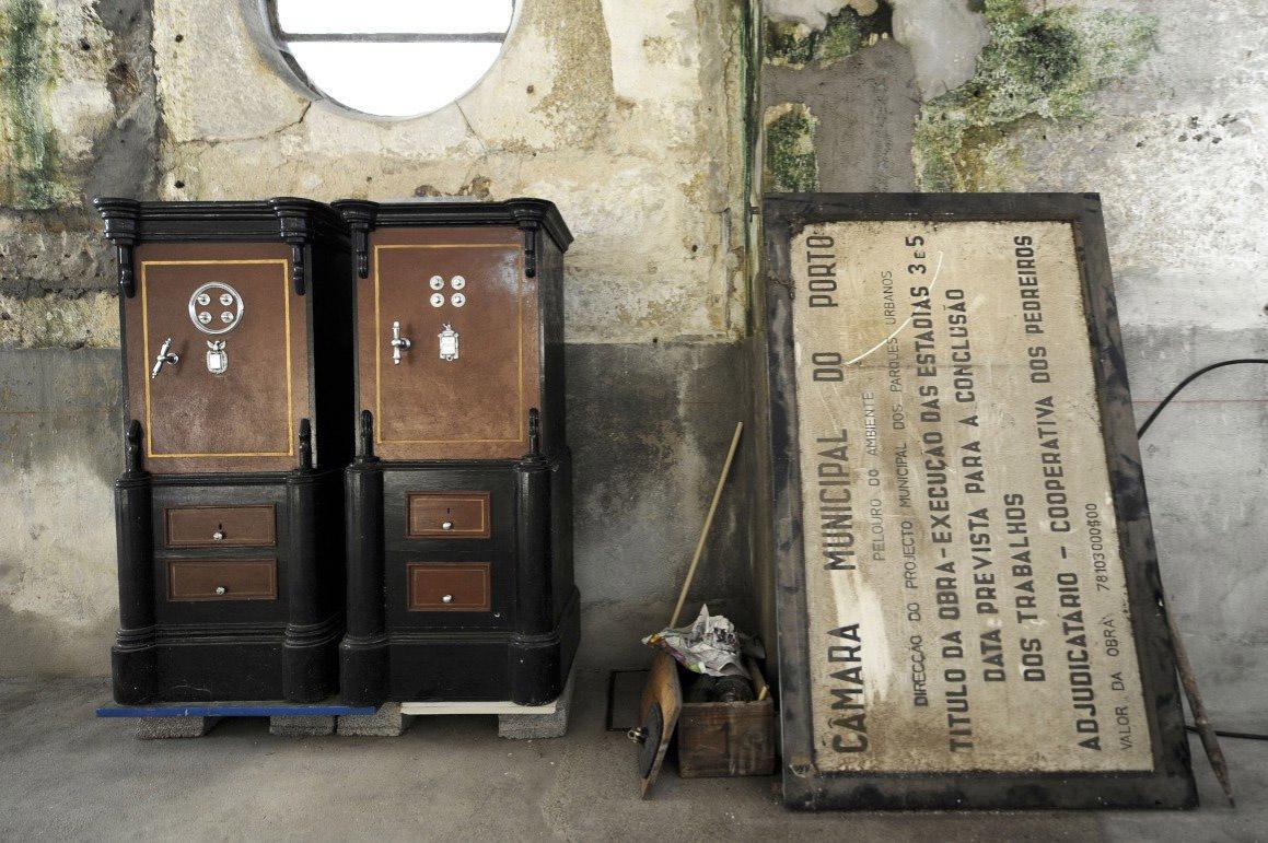 Alguns souvenirs do passado permanecem dentro do complexo onde até 1977 a Cooperativa dos Pedreiros teve a sua fábrica FERNANDO VELUDO/NFACTOS